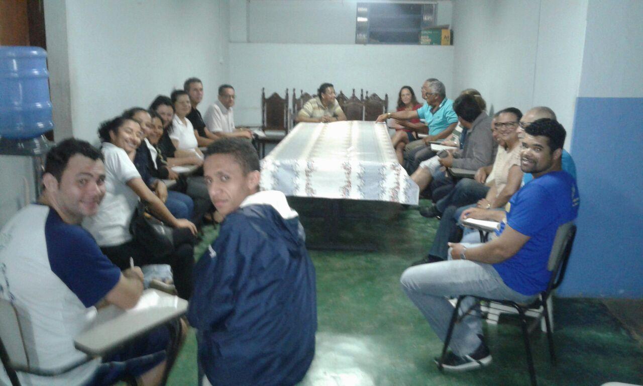 Equipe da paróquia São Miguel e Almas se reúne para organização  dos preparativos para as comemorações dos 32 anos da Diocese de Guanhães