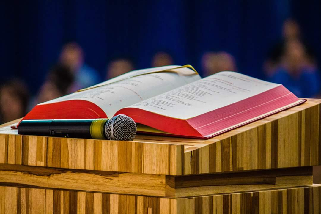 A IGREJA NOS CONVIDA A CONHECER MAIS A BÍBLIA