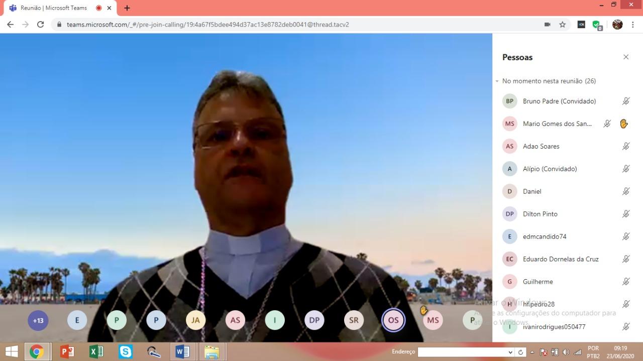 Clero de Guanhães realiza reunião on-line (videoconferência)