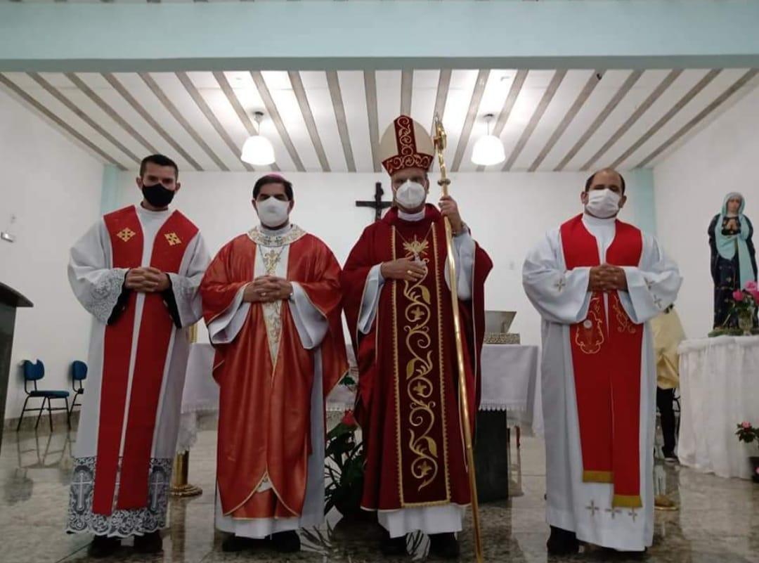 Posse de Dom Marcello e outros párocos na diocese de Guanhães